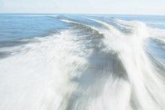Бодрствование быстроходного катера на озере Pontchartrain Стоковое Изображение RF
