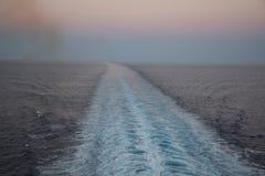Бодрствование корабля в море Стоковые Фотографии RF