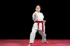 Боевые искусства карате маленькой девочки таблетируя Стоковое фото RF