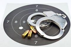 боеприпасы и наручник Luger 9mm Стоковое Изображение RF