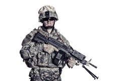 Боец морской пехоты с съемкой студии пулемета стоковое фото rf