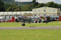 Боец Spitfire принимая  Стоковые Изображения