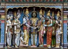 Божества на внешней стене виска Sri Krishnan (индусского) в Сингапуре стоковая фотография rf