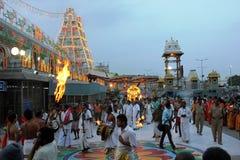 Божества унесенные в шествии на виске Tirumala, Андхра-Прадеш, Индии стоковое фото