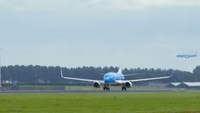 Боинг 737 авиакомпаний KLM принимает  сток-видео