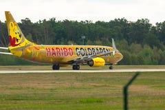 Боинг 737 готовый для взлета стоковое изображение
