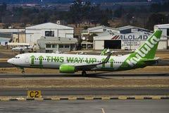 Боинг 737-8K2 (WL) - взлет - авиапорт Lanseria стоковая фотография