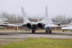 Бойцы военного самолета на авиапорте Старые decommissioned воздушные судн Авиаполе Краснодара Стоковые Фотографии RF