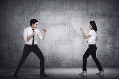 Бой бизнесмена и женщины Стоковая Фотография RF