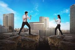 Бой бизнесмена и женщины Стоковые Изображения RF