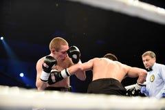 Бой бокса ранжировки в дворце спорта Стоковые Изображения