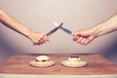 Бой над cream чаем Стоковая Фотография RF