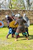 Бой рыцарей на поле брани стоковое фото
