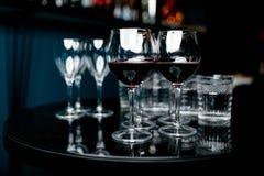 2 бокала с красным вином Стоковые Фотографии RF