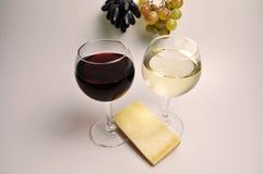 Бокал вина на белой предпосылке стоковое изображение rf