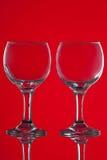 2 бокала на красной предпосылке Стоковая Фотография RF