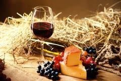 Бокал вина, виноградина и chesse Стоковые Фото