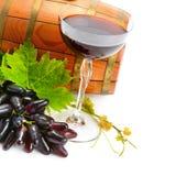 Бокал вина и бочонок изолированные на белизне Стоковые Изображения