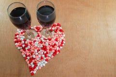 Бокал вина и сердца Стоковое Изображение RF