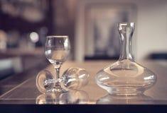 Бокал и бутылочное стекло Стоковые Фотографии RF