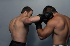 2 боксера смотря на один другого в спичке Стоковое фото RF