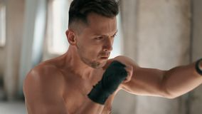 Боксер препровождает пунши сток-видео