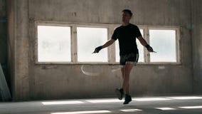 Боксер скачет веревочка сток-видео