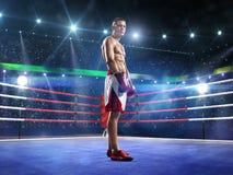 Боксер Professionl стоит на кольце Стоковое Изображение RF