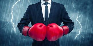 Бокс бизнесмена в дожде Стоковое Изображение RF