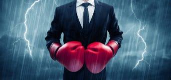 Бокс бизнесмена в дожде Стоковые Фотографии RF