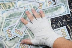 Бокс для денег, спорт для денег, долларов для класть в коробку воюет стоковые изображения rf