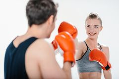 Бокс маленькой девочки с тренером Стоковая Фотография RF