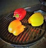 Болгарские перцы жарки огня Стоковые Фотографии RF
