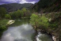 Болгарский ландшафт весны около юго-западной Болгарии, реки струмы около Blagoevgrad Стоковое Изображение