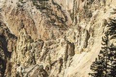 Более низкое Йеллоустон понижается скалы долины около Artist& x27; пункт s стоковые изображения