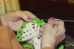 Более старая дама делая вязание крючком стоковое фото rf