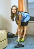 более чистая женщина вакуума стоковое изображение rf