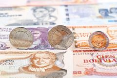 Боливийские монетки боливиано стоковое изображение
