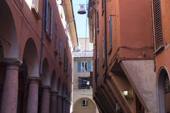 Болонья Италия: типичная улица Стоковое Фото