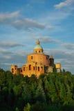 БОЛОНЬЯ, ИТ - ОКОЛО июнь 2012 - взгляд s Церковь Luca на холме Стоковое Изображение