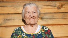 Болтовня и улыбки бабушки сток-видео