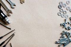 Болты и чокнутые инструменты установки, место для рекламы текста Стоковая Фотография RF