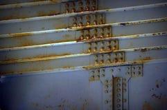 Болты на части массивнейшего серого цвета балочного моста сеть универсалии шаблона первоначально страницы карточки предпосылки пр Стоковая Фотография