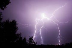 Болт зигзагообразной молнии Стоковые Изображения RF