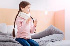Больная девушка думая о оставаться дома Стоковые Фото