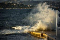 Большая волна в St Tropez стоковое изображение rf