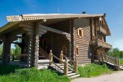 большая дом деревянная Стоковые Фотографии RF