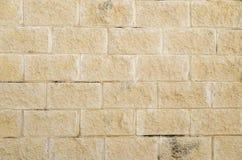 Большая желтая кирпичная стена Стоковые Фотографии RF