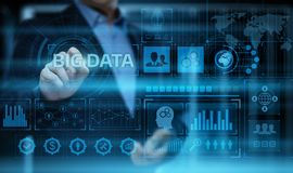 Большая концепция данным по дела информационной технологии информации в интернете данных стоковая фотография rf