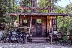 Большая модель салона Диких Западов и старого мотоцикла стоковое фото rf